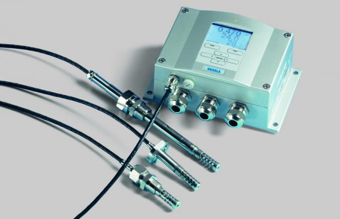 Receive Information on moisture in oil with reliable online transmitter