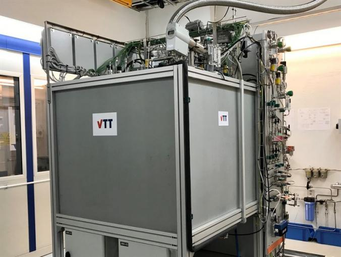 Movable fuel cell electrolyser produces hydrogen and electricity from hydrogen in an emission-free manner with excellent efficiency