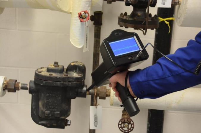 On-board sound recording and sound analysis can be very useful for steam trap inspection.